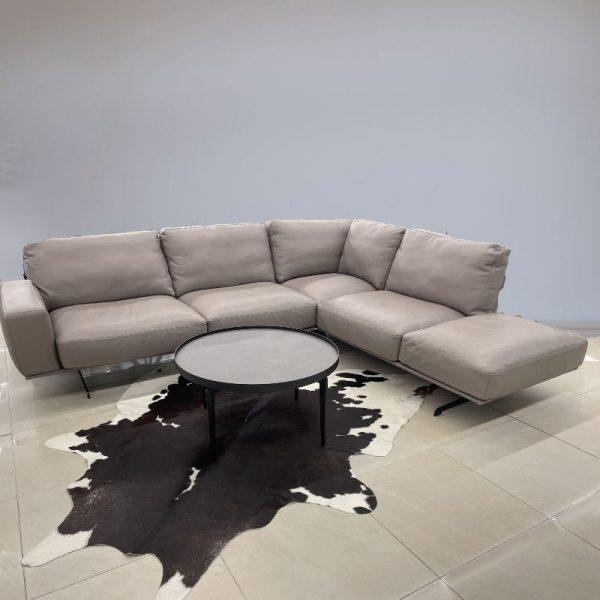 Minkštas baldas NUVOLARI 281x236x92h Latte kavos oda