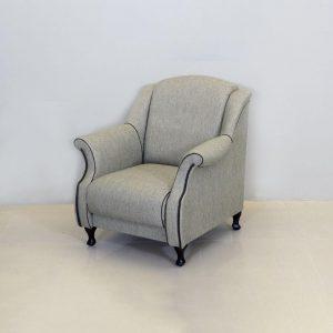 Fotelis JETA 90x95x90h žalia su raštu, grakščių formų, klasikinio stiliaus, turintis daiktadėžę. Pasirinkdami klasikinį stilių sukursite namuose solidumo